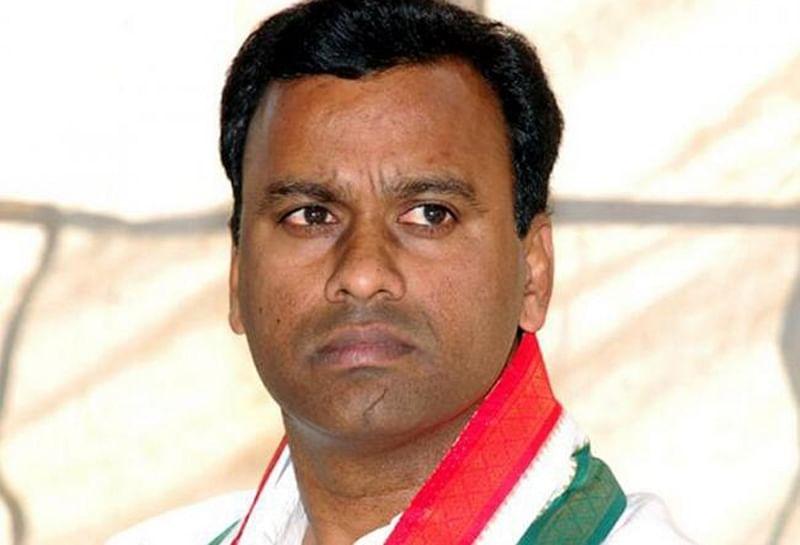 Telangana Congress MLA calls party sinking ship, likely to join BJP