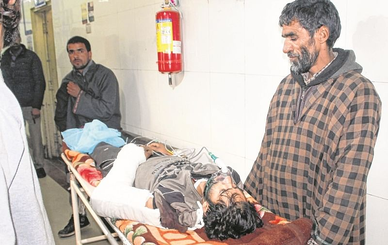 Srinagar: An injured civilians being taken for treatment at SMHS hospital, in Srinagar, Sunday, Nov. 25, 2018. Six militants and a soldier were killed in an encounter between ultras and security forces in Shopian district of Jammu and Kashmir. (PTI Photo) (Story No. DEL3) (PTI11_25_2018_000064B) *** Local Caption ***