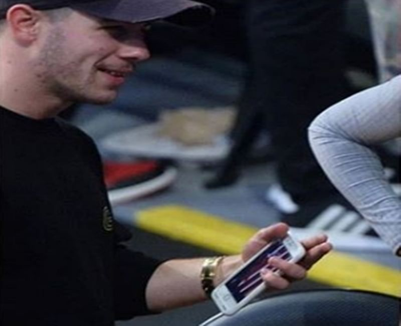 Nick Jonas has kept 'this' picture of Priyanka Chopra as his phone wallpaper