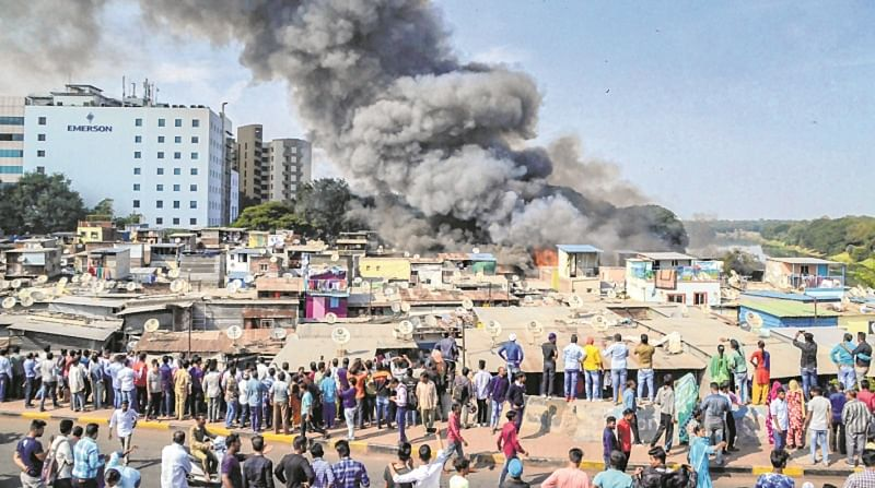 Maharashtra: Huge fire in Pune slum, many shanties gutted