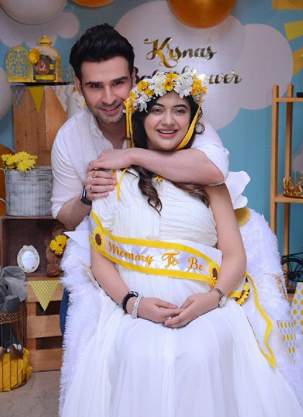 'Ramaiya Vastavaiya'fame actor Girish Kumar hosts baby shower for wife Krsna
