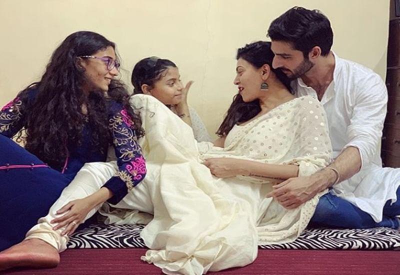 Sushmita Sen celebrates Diwali with boyfriend Rohman Shawl, daughters Renee, Alisah