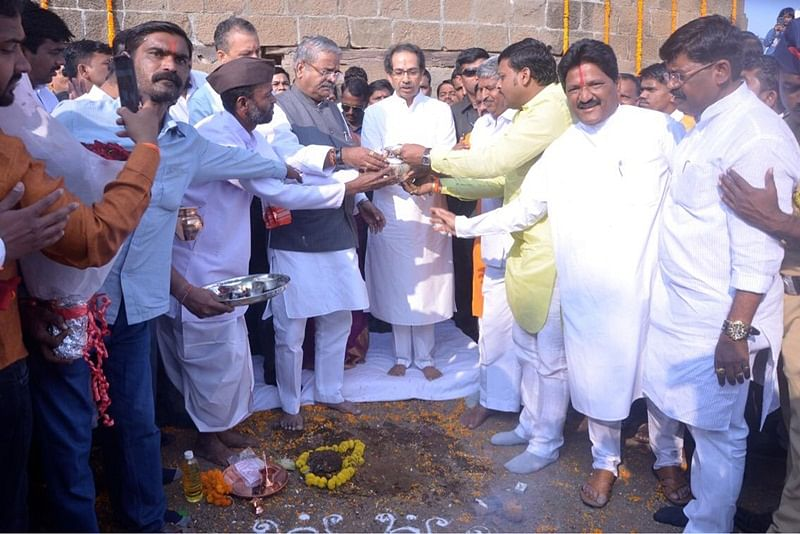 Pune: Shiv Sena chief Uddhav Thakeray visits Shivneri fort, collects soil for Ayodhya tour