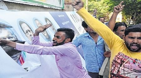 Bhopal: Congress workers raise stink over ticket to Masood