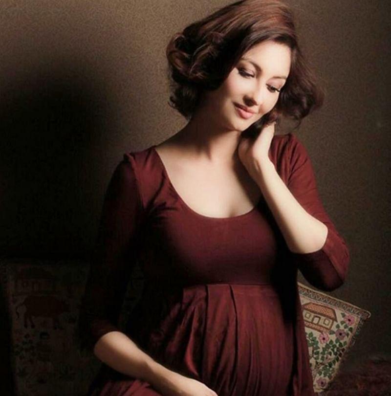 'Bhabhi Ji Ghar Pe Hai' actress Saumya Tandon looks vivacious flaunting baby bump in new photoshoot; see pics