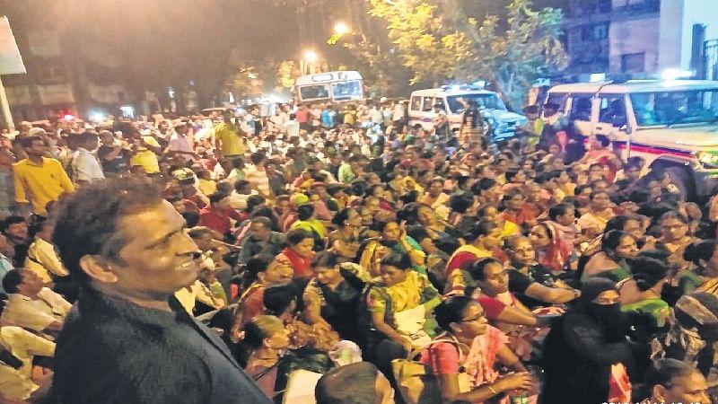 Maharashtra Housing Minister Prakash Mehta promises to hear Mahul residents' grievances today