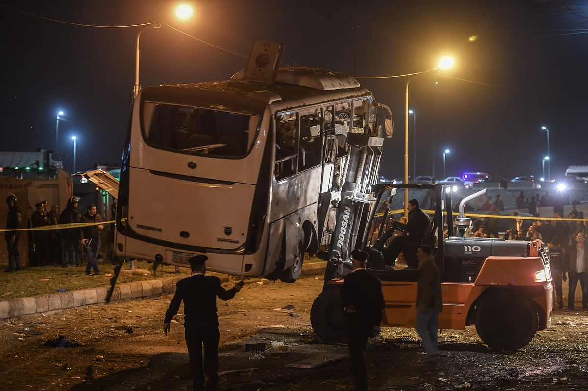 This picture taken on December 28, 2018 shows a tourist bus which was attacked being towed away from the scene, in Giza province south of the Egyptian capital Cairo. - Three Vietnamese holidaymakers and an Egyptian tour guide were killed December 28, 2018, when a roadside bomb blast hit their bus as it travelled close to the Giza pyramids outside Cairo, officials said. (Photo by Mohamed el-Shahed / AFP)