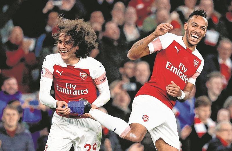 Arsenal beat Cardiff 2-1, Emiliano Sala remembered with tributes