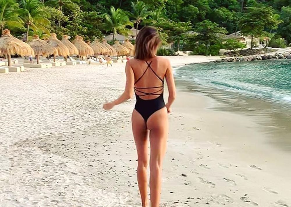 This bikini picture of Lisa Haydon will make you feel the heat on a cold day; see pic