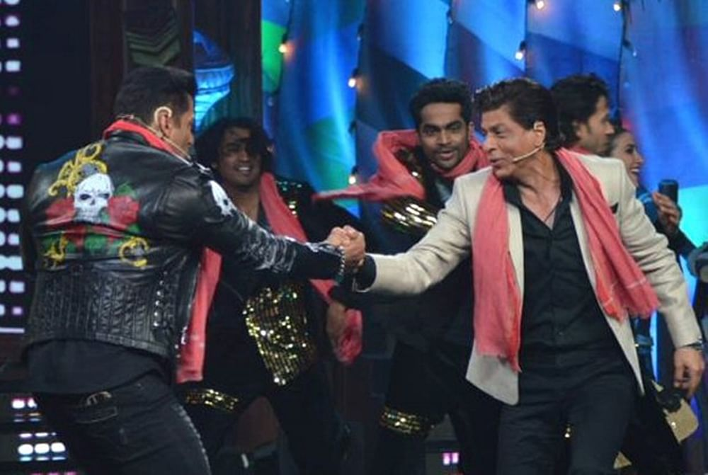 Bigg Boss 12: Salman and Shah Rukh's BROMANCE make this week's Weekend Ka Vaar a must watch