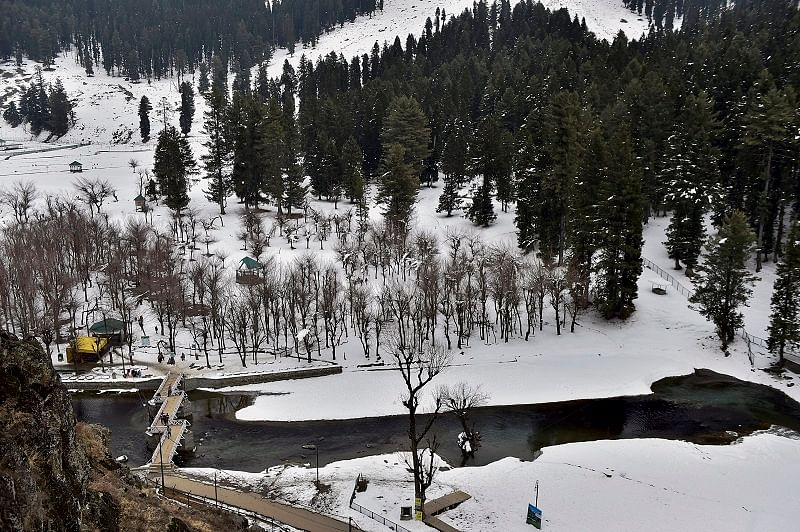 Cold wave intensifies in Kashmir, water supply lines frozen