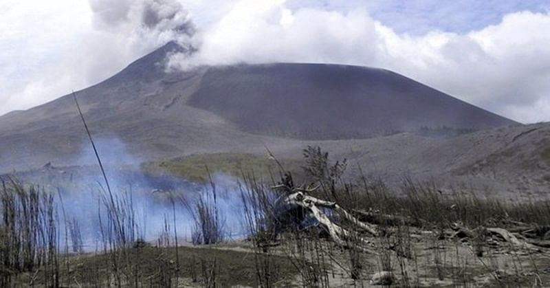 Indonesia: Soputan volcano erupts; ejects columns of thick ash