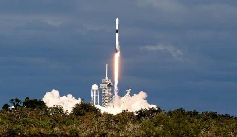 Saudi Arabia announces launch of first communications satellite