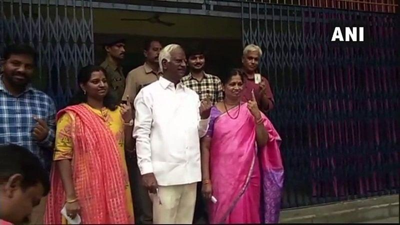 Telangana Elections 2018 Live Updates: Deputy Chief Minister Kadiyan Srihari cast in Warangal