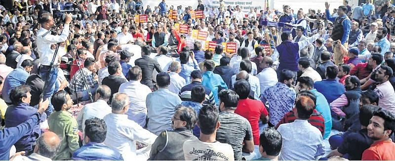 Bairagarh traders keep shutter down against mla's remark