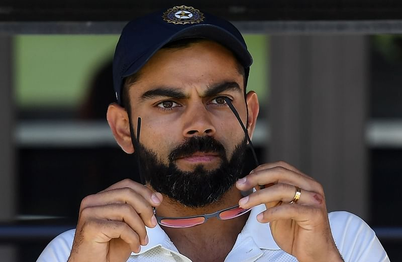 India's captain Virat Kohli (C) sits on the players bench at the end of second Test cricket match between Australia and India in Perth on December 18, 2018. (Photo by WILLIAM WEST / AFP) / -- IMAGE RESTRICTED TO EDITORIAL USE - STRICTLY NO COMMERCIAL USE --