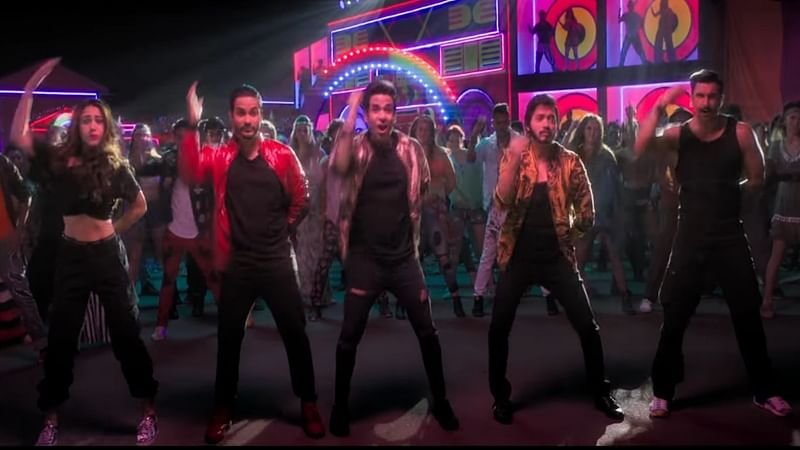 'Simmba' Aankh Marey song: Ranveer, Sara match steps to this 90s dance track with 'Golmaal' cast
