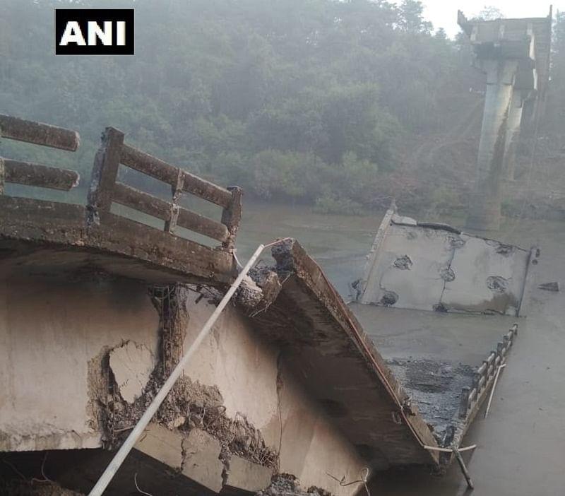 Maharashtra: PWD demolishes 100-year-old bridge in Thane