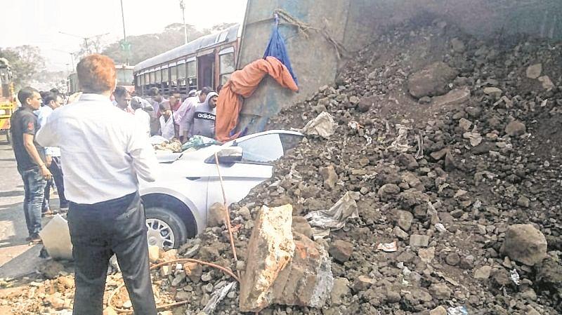 Bhayandar: Truck-car mishap hurts 1 on Ghodbunder Road
