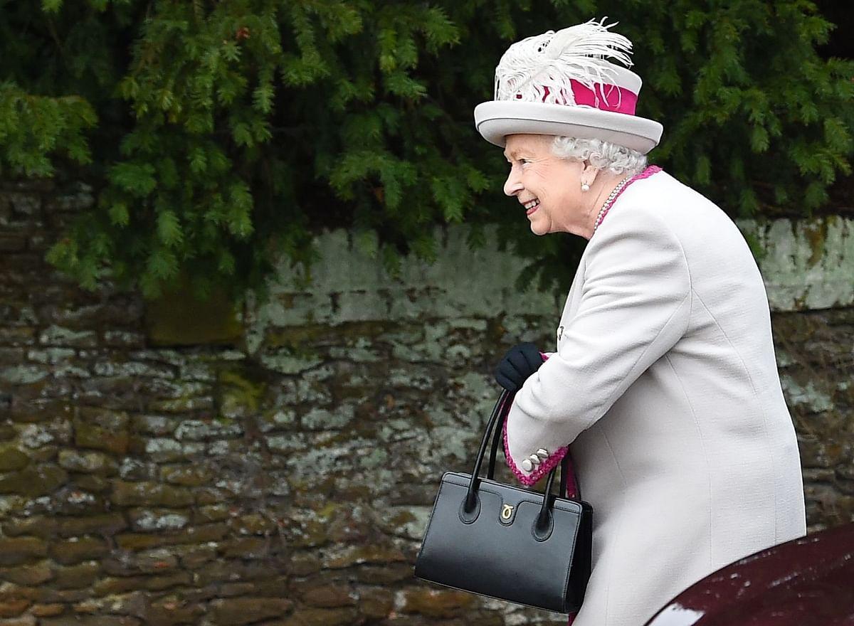 Whoa! Queen Elizabeth has been using her Launer handbag for about 50 years