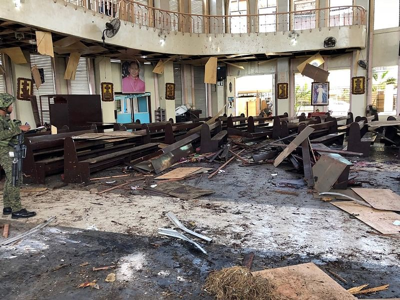 Islamist militants prime suspects in Philippine cathedral bombing that killed 21