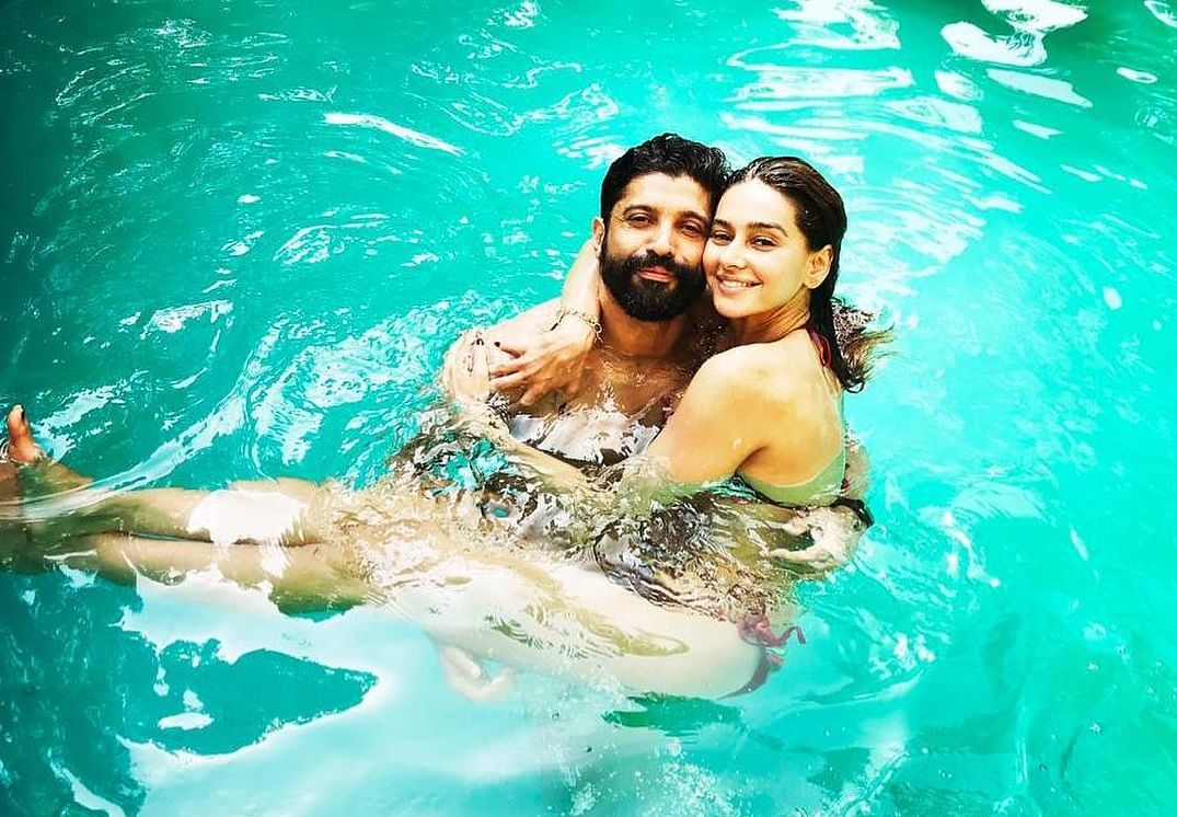 Farhan Akhtar has some romantic pool time with girlfriend Shibani Dandekar; see pic
