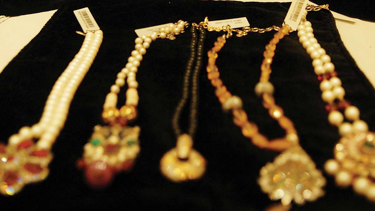 Mumbai Crime: 3 men posing as cops rob woman of jewellery worth over Rs 2 lakh