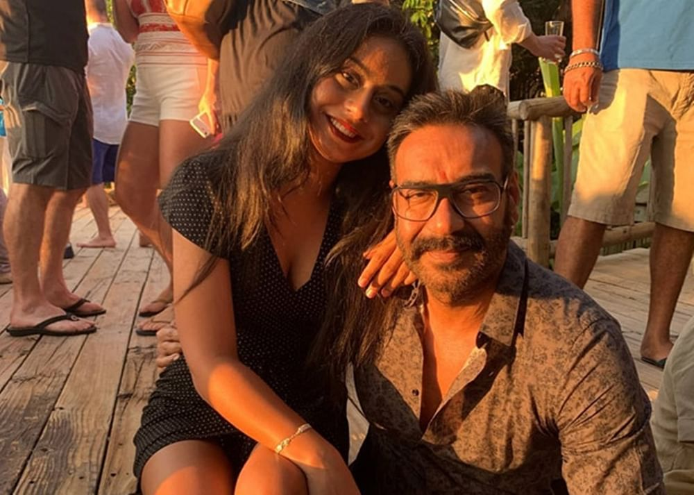 This pic of Ajay Devgan with Nysa sheds major father – daughter goals