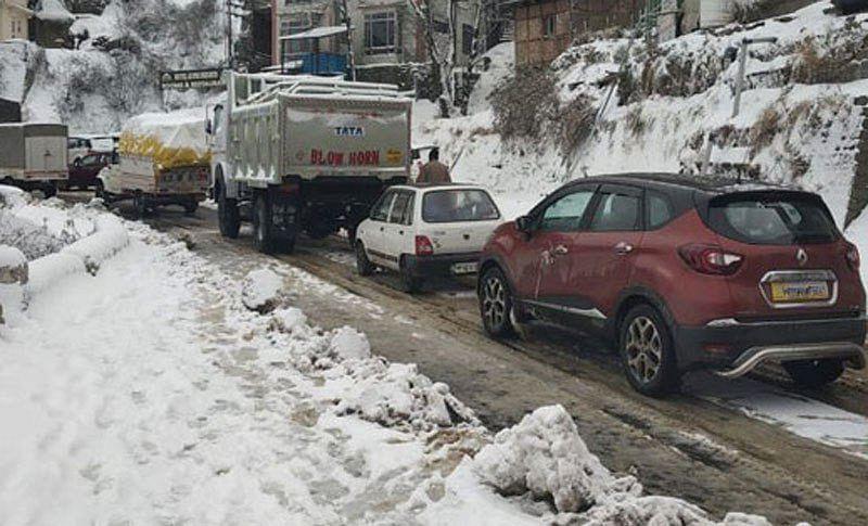 Jammu-Srinagar highway closed after fresh snowfall, travellers urged not to undertake journey