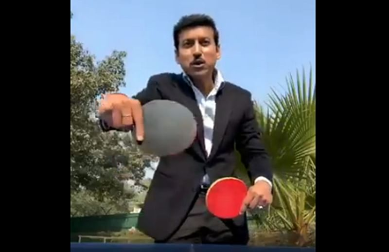 Watch! Rajyavardhan Rathore plays table-tennis with both hand, launches '5MinuteAur' challenge