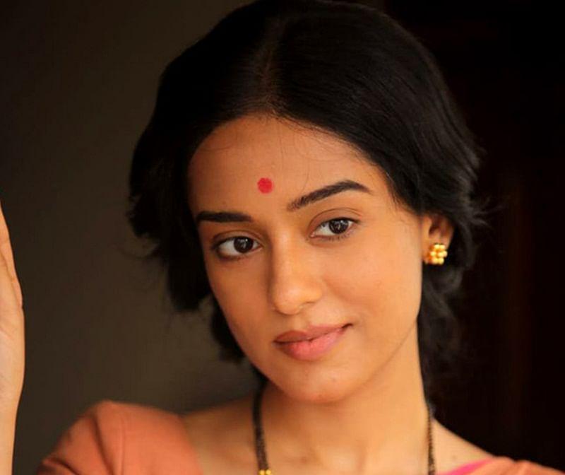 FIRST LOOK: Amrita Rao as Meena Tai Thackeray in Nawazuddin Siddiqui starrer Thackeray