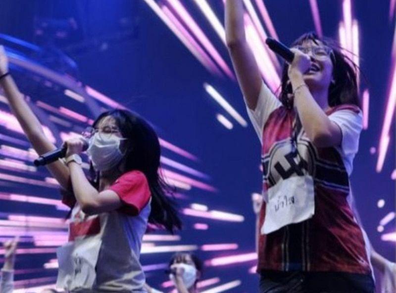 Thailand singer apoligises after wearing shirt showing swastika flag of Nazi Germany during performance