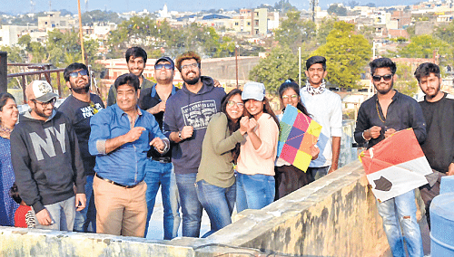 Ujjain: Ujjain Municipal Corporation spreads message of cleanliness with kiting