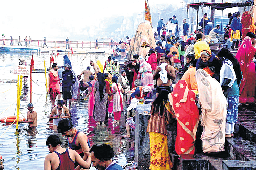 Ujjain: Devotees arrive on Kshipra banks