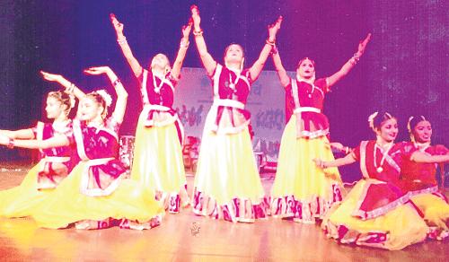 Ujjain: Pratikalpa artistes perform at Bharat Parv
