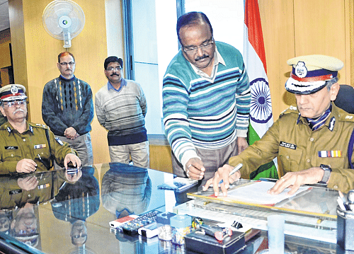 Bhopal: Police should work in professional manner