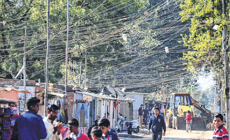 Bhopal: Illegal power connections endangering lives