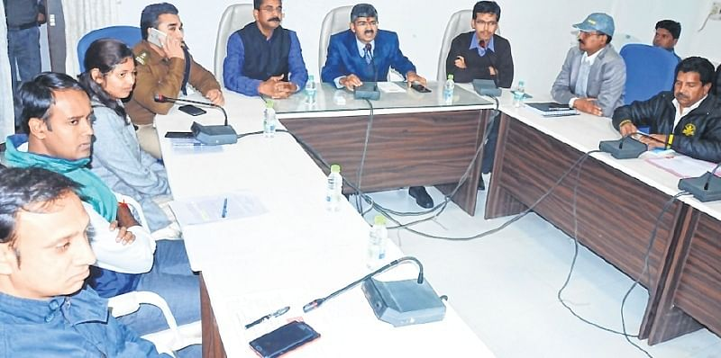 Ujjain: Commissioner chairs first high level meeting after assuming charge