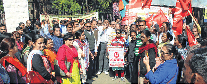 Indore: ATMs go cashless due to strike