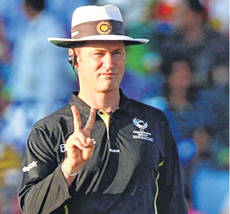Umpire Simon Taufel wants a DRS
