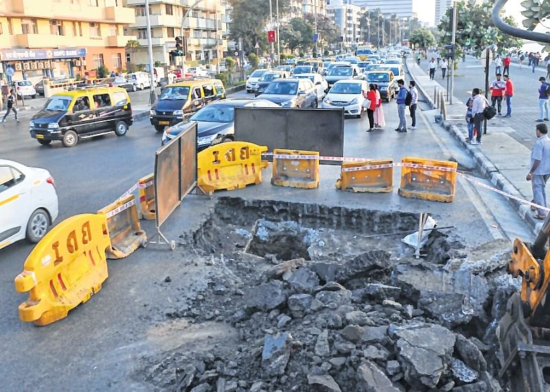 Mumbai: Part of VIP road opposite Pizza by the Bay restaurant at Marine Drive caves in