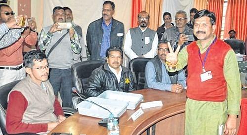 Ujjain: Congress Karan Kumaria elected Zila Panchayat president