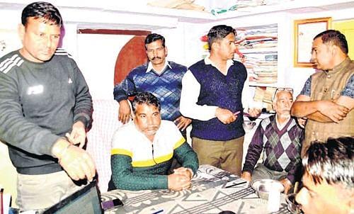 Ujjain: Patwari caught taking bribe red-handed
