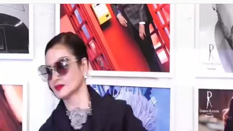 Watch! Rekha gives unmissable reaction when she notices Amitabh Bachchan's photo while posing