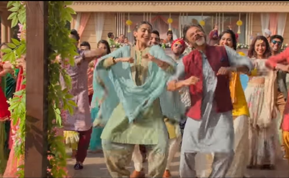 Ek Ladki Ko…song Ishq Mitha is the ultimate dance number for this year's wedding season!