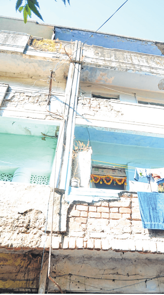 Indore: Portion of building collapses, woman SDOP injured