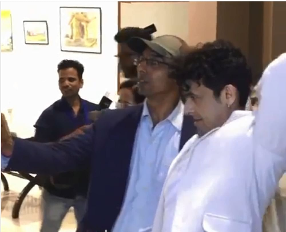 Sonu Nigam twists fan's arm, gets brutally trolled on internet