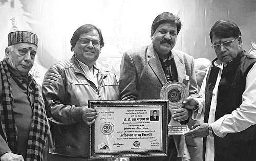 Ujjain: Prof Sharma felicitated with 'Abhinav Shabd Shilpi Alankaran-2019'