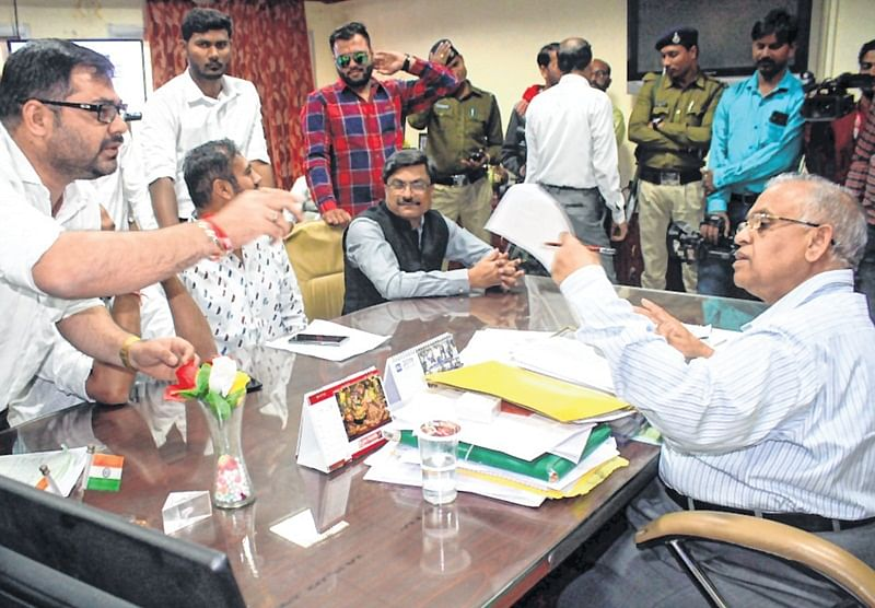 Indore: National Student Union of India calls lawyer for discussion on contractual appointments