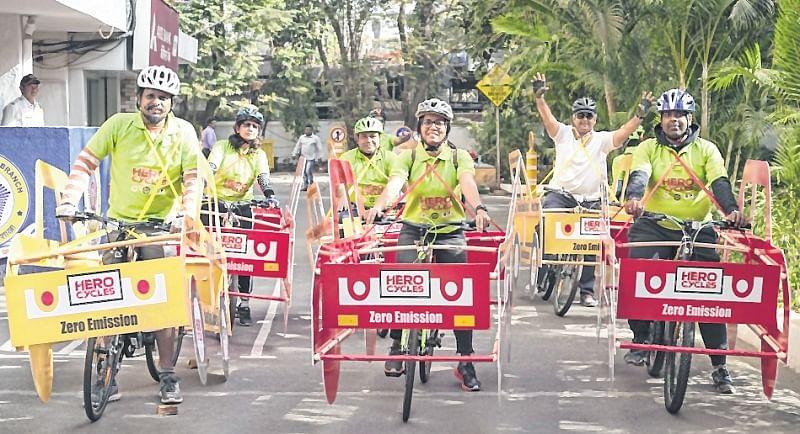 Cyclists take to Mumbai roads, seek their place in sun